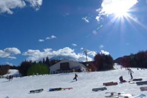 子供の雪遊び